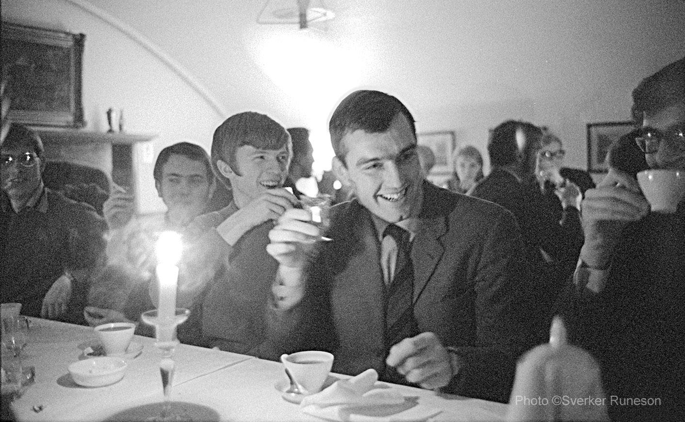 Västgöta Nation, Kinnekullerummet. Sexa efter Nationssammankomst 12/12 1967. Från vänster: Gunnar Sjöholm, Håkan Käck, Mats Flodén, Åke Becker.